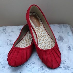 FAUX SUEDE RED FLATS WITH PLEATING DETAIL